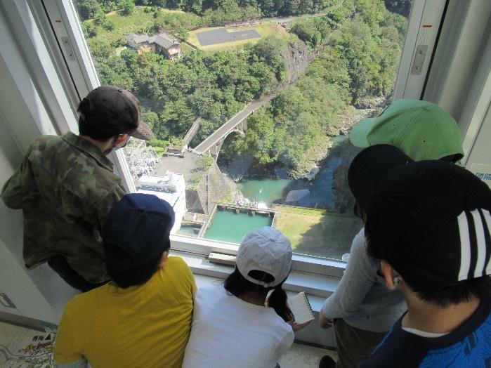 4年生:多摩川上流学習に出かけました